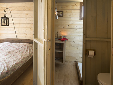 Hollings Hill glamping log cabin bedroom and toilet